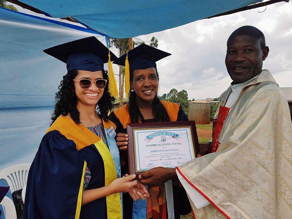 Instituto Missionário Kareebi recebe Certificado de Honra por contribuir com o desenvolvimento das séries iniciais da Escola Ahuriire Uganda For All.